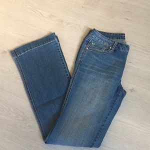 Cache jeans with rhinestone